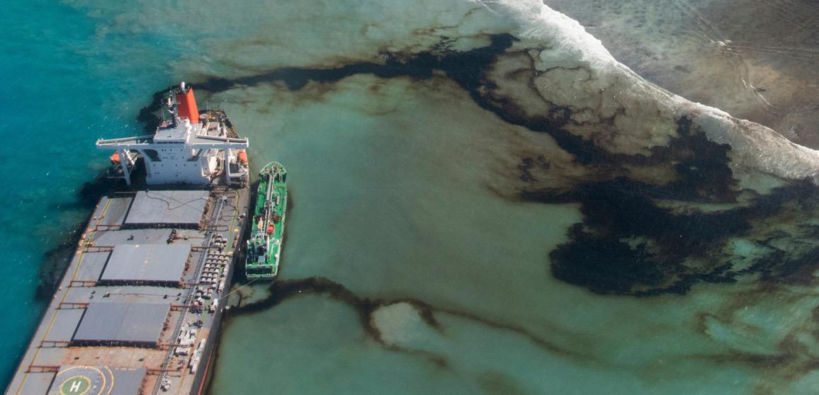 Mauritius oil spill: Wrecked MV Wakashio breaks up - BBC News